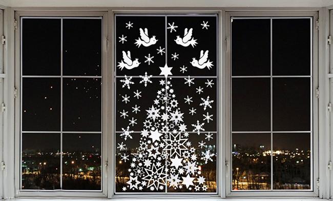 11-chritsmas-window-decorations-tree-snowflakes