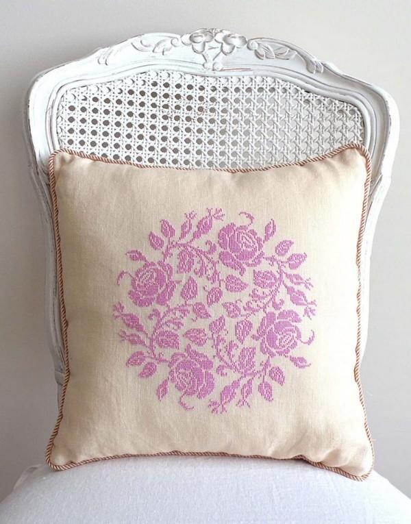 11-cross-stitch-pattern-in-interior-design-floral-couch-decoratove-pillow