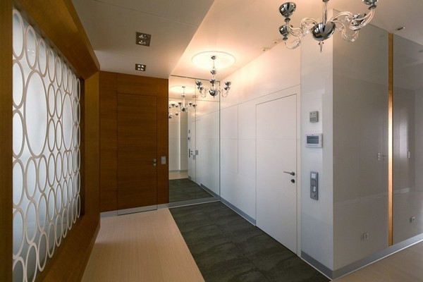 11-minimalist-style-hallway-floor-tiles-narrow-wood-planks-frosted-glass-wall-white-glossy-walls-invisible-doors