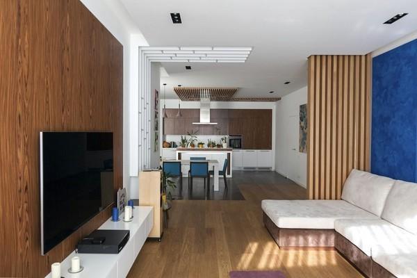 11-minimalist-style-interior-open-concept-living-room-big-sofa-wood-decor-wall