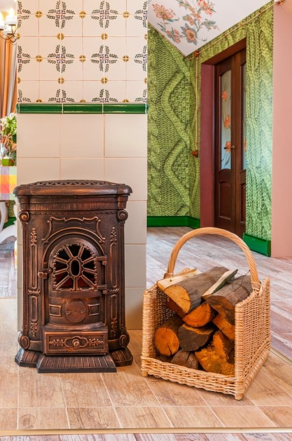 11-orange-white-green-color-floral-pattern-russian-provence-attic-floor-interior-design-tiled-chimney-stove-pipe-latex-digital-printing-ceiling-3D-wallpaper-knitwear-effec