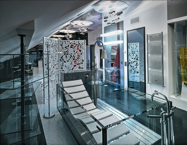 11-unusual-glass-house-panoramic-windows-open-plan-concept-bathroom-hoersch-glass-bath-chasing-lounge-in-bathroom-unusual-designer-shower-floor-standard-lamp-white-folding-screen