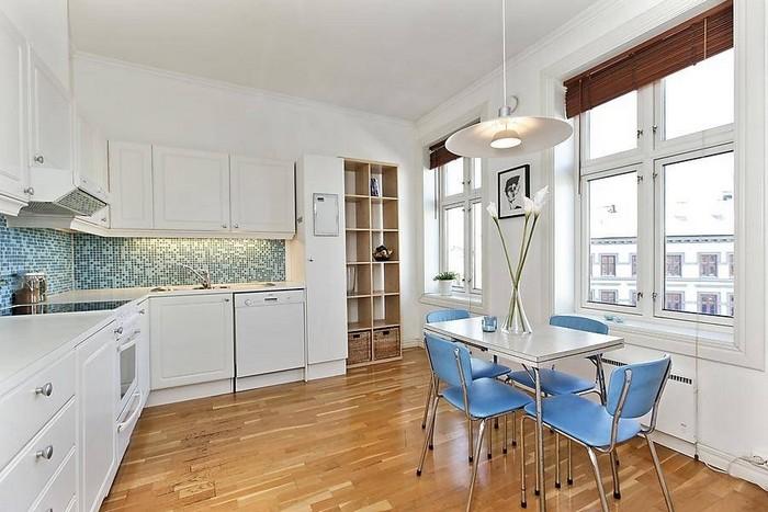 11-white-kitchen-blue-chairs-mosaic-wall