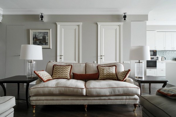 12-English-interior-style-living-room-white-sofa-couch-pillows-white-english-lamps-narrow-doors (2)