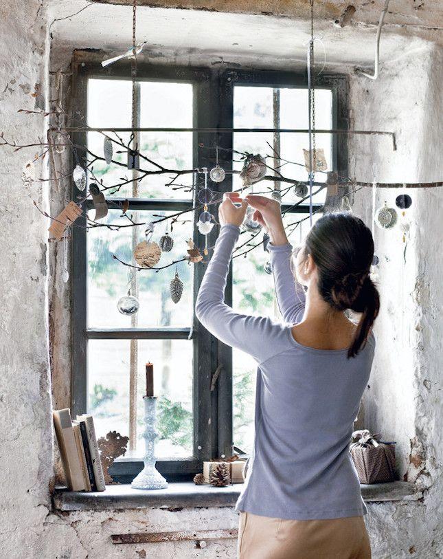 12-chritsmas-window-decorations-tree-branch-balls