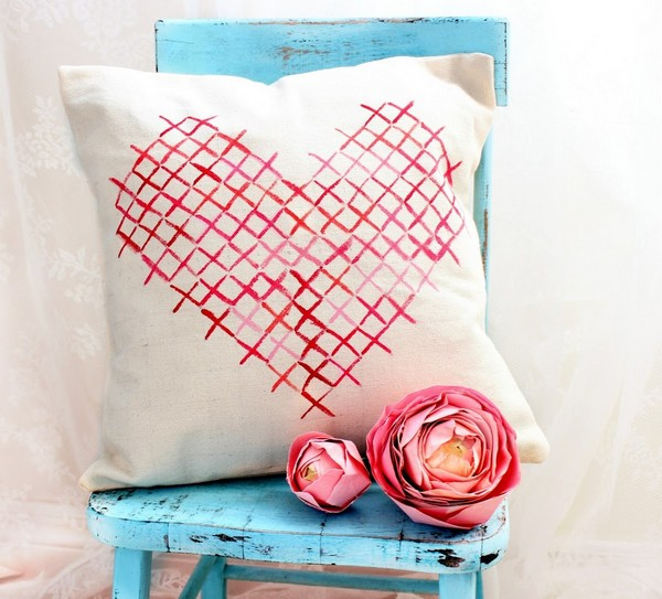 12-cross-stitch-pattern-in-interior-design-decorative-couch-pillow