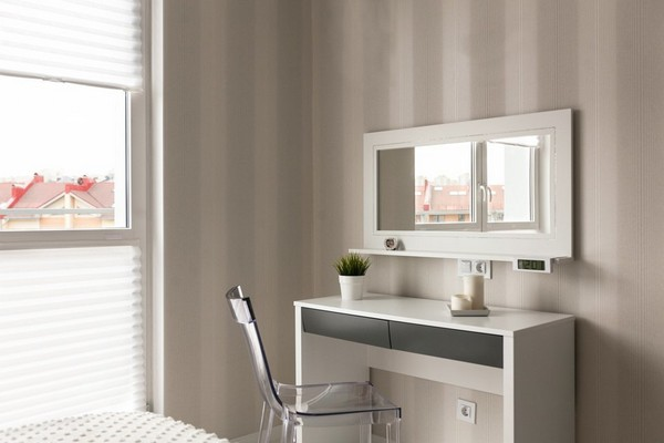 12-minimalistic-Scandinavian-style-apartment-white-walls-white-floor-bedroom-dressing-table