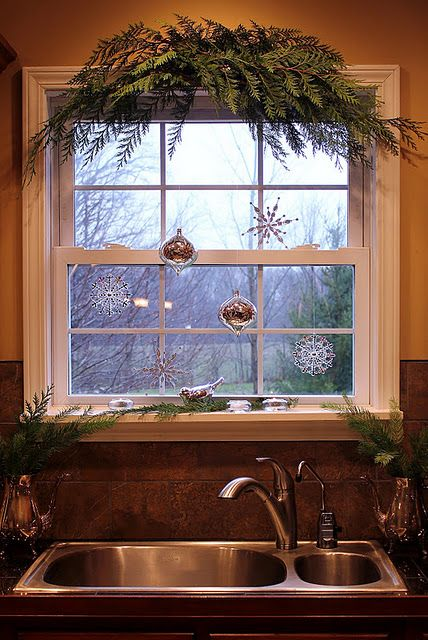 13-christmas-window-decorations-tree-branches