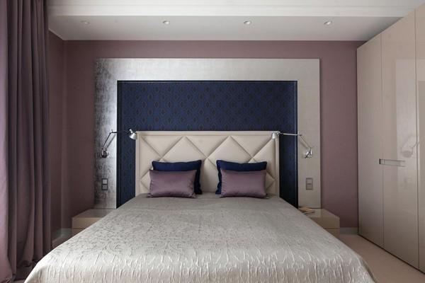 13-minimalist-style-bedroom-light-narrow-plank-wood-floor-purple-curtains-textile-headboard