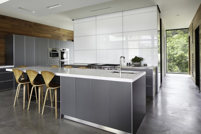 13-white-kitchen-gray-floor
