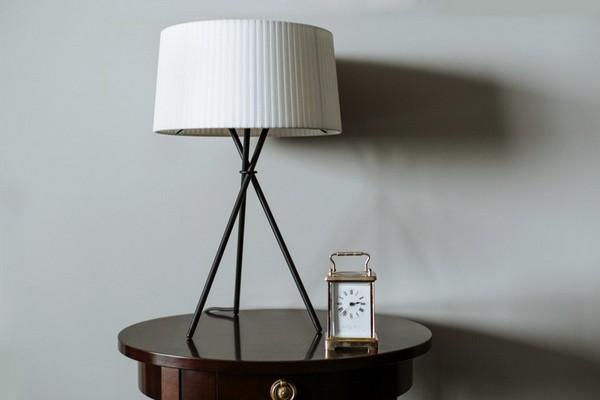 14-English-interior-style-white-lamp-clock-cabinet (2)