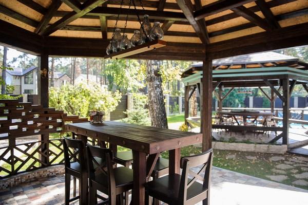 15-garden-gazebo-design-vintage-retro-lamp-wooden-bar-table-IKEA-bar-stools-rotating-round-table