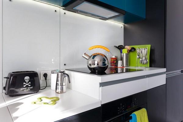 15-modern-ascetic-interior-kitchen-blue-kitchen-set-white-walls