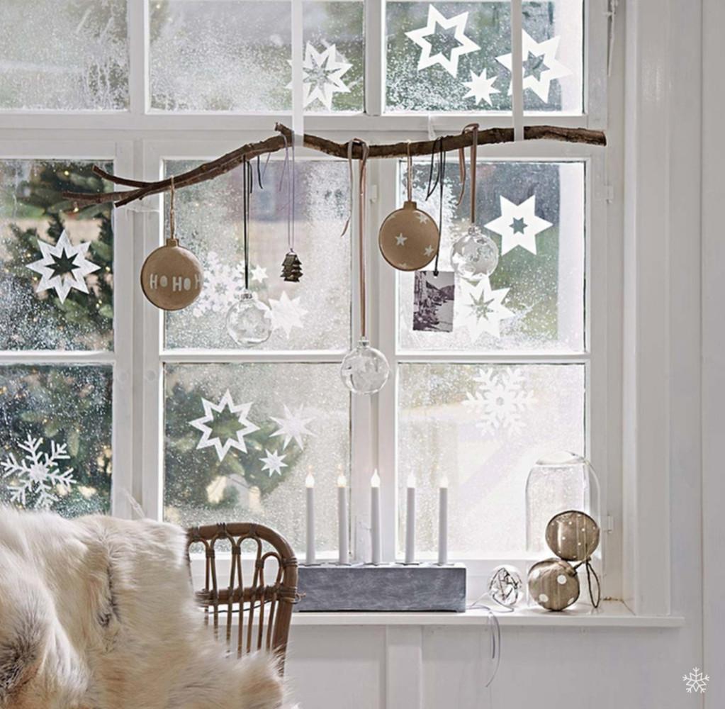 16-christmas-window-decorations-fake-snow-spray