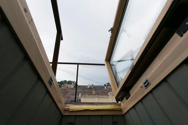 16-creative-interior-design-artist's-apartment-studio-artworks-paintings-roof-exit