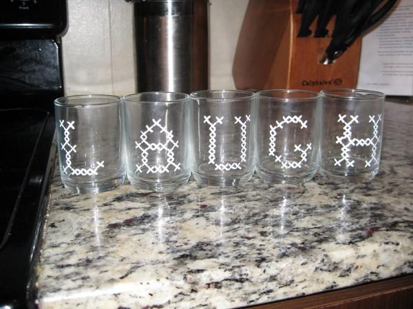 16-cross-stitch-pattern-in-interior-design-glass-tableware-decor-painted-glasses