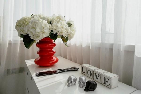 17-2-white table-red-flower-bowl-vase