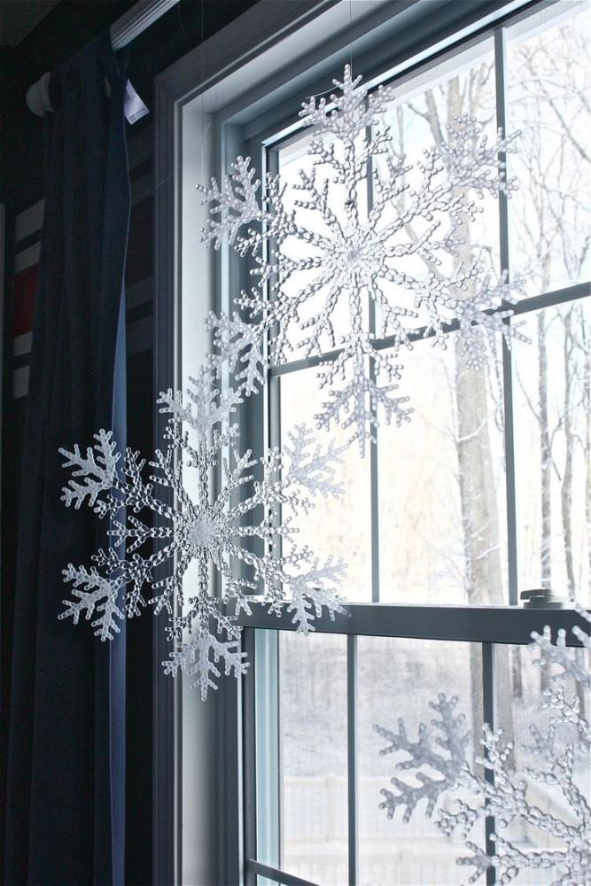 17-christmas-window-decorations-big-snowflakes