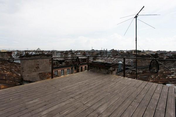 17-creative-interior-design-artist's-apartment-studio-artworks-paintings-roof-view-st-petersburg