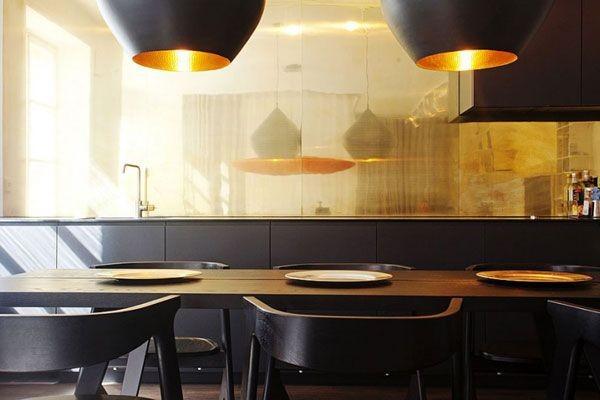 17-golden-elements-gold-in-interior-design-minimalism-style-kitchen-backsplash