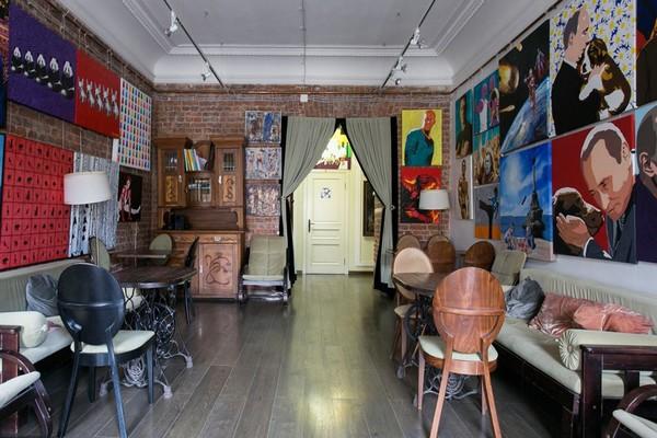 18-creative-interior-design-artist's-apartment-studio-artworks-political-sports-paintings-brick-walls-zinger-sewing-machine-pedestals-as-table-underframe (2)