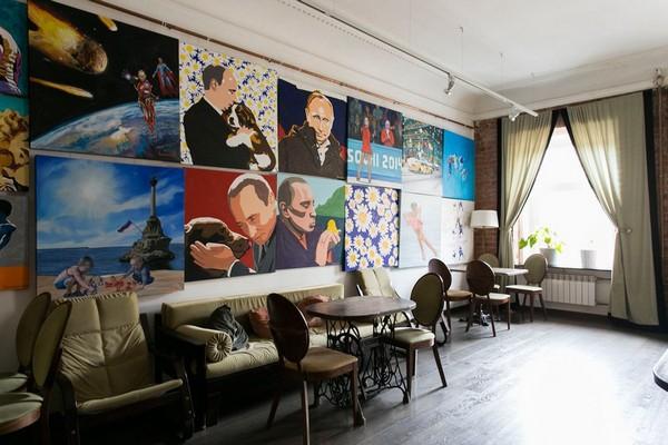 19-creative-interior-design-artist's-apartment-studio-artworks-paintings-brick-walls-zinger-sewing-machine-pedestals-as-table-underframe