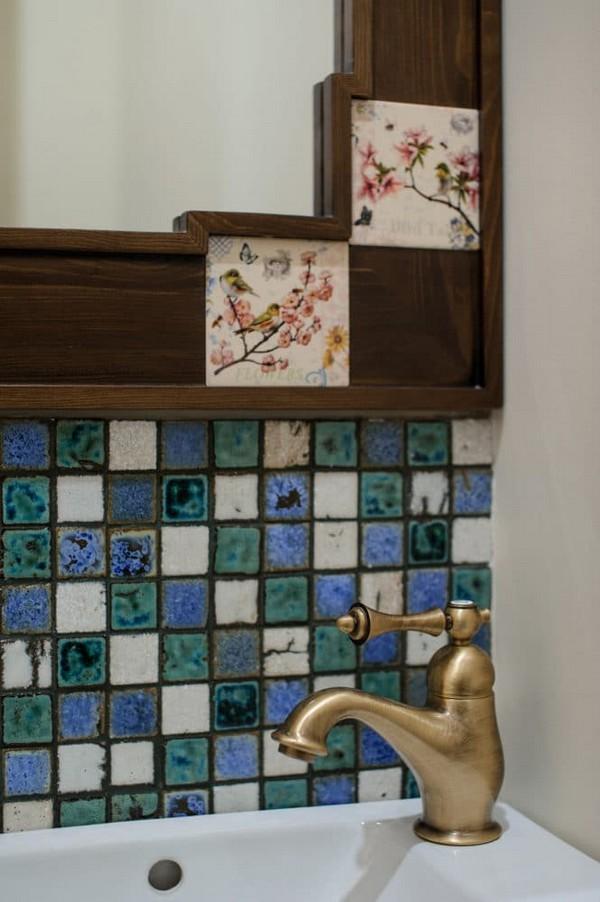 19-vintage-style-beige-and-turquoise-sauna-bathroom-interior-bird-theme-decor-pattern-mosaic-tiles-retro-brass-water-tap-beautiful-tiled-mirror-frame