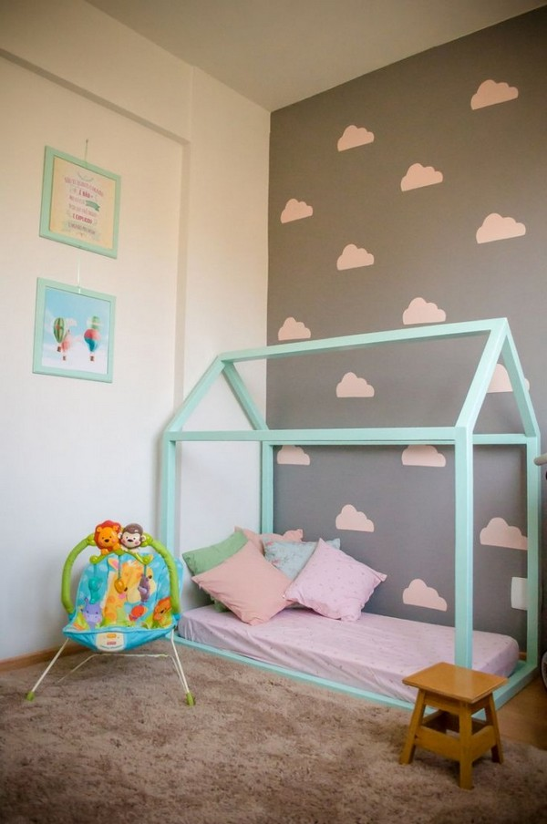 2-1-maria-monterssori-toddler-room-floor-bed-carpet-low-stool-painted-wall