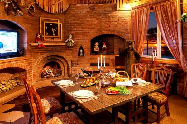 2-gun-room-hunters-room-interior-design-fireplace-dining-set-hunters-tropheys