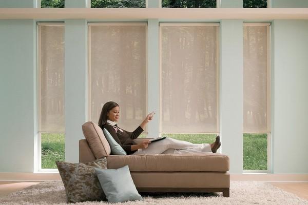 2-smart-windows-new-function-motorized-blinds-woman-lying-on-sofa-living-room