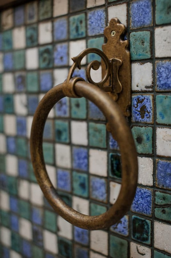 20-vintage-style-beige-and-turquoise-sauna-bathroom-interior-mosaic-tiles-retro-brass-shower-accessory-towel-holder-antique