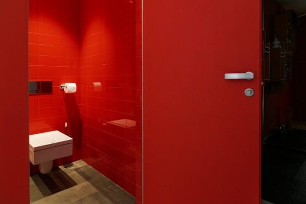 22-red-bathroom-wall-tiles-and-door-catalano