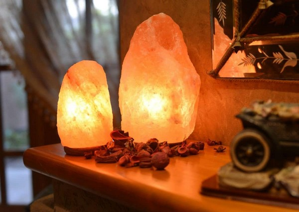 3-home-spa-must-have-element-himalayan-salt-lamp