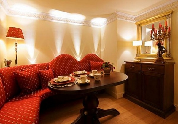 3-world's-smallest-hotel-guinness-book-records-entrance-hall-gold-plated-mirror-red-sofa