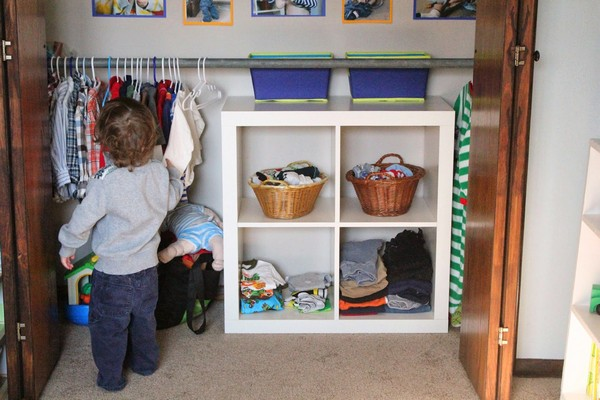 4-1-maria-monterssori-toddler-room-low-closet-wardrobe-low-shelves