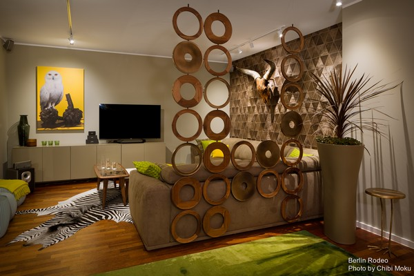 4-bachelor-pad-interior-modern-style-living-room-unusual-geometrical-3D-wall-zebra-skin-on-the-floor-head-with-horns-on-the-wall