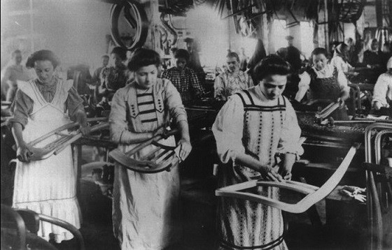 4-bentwood-chair-production-factory
