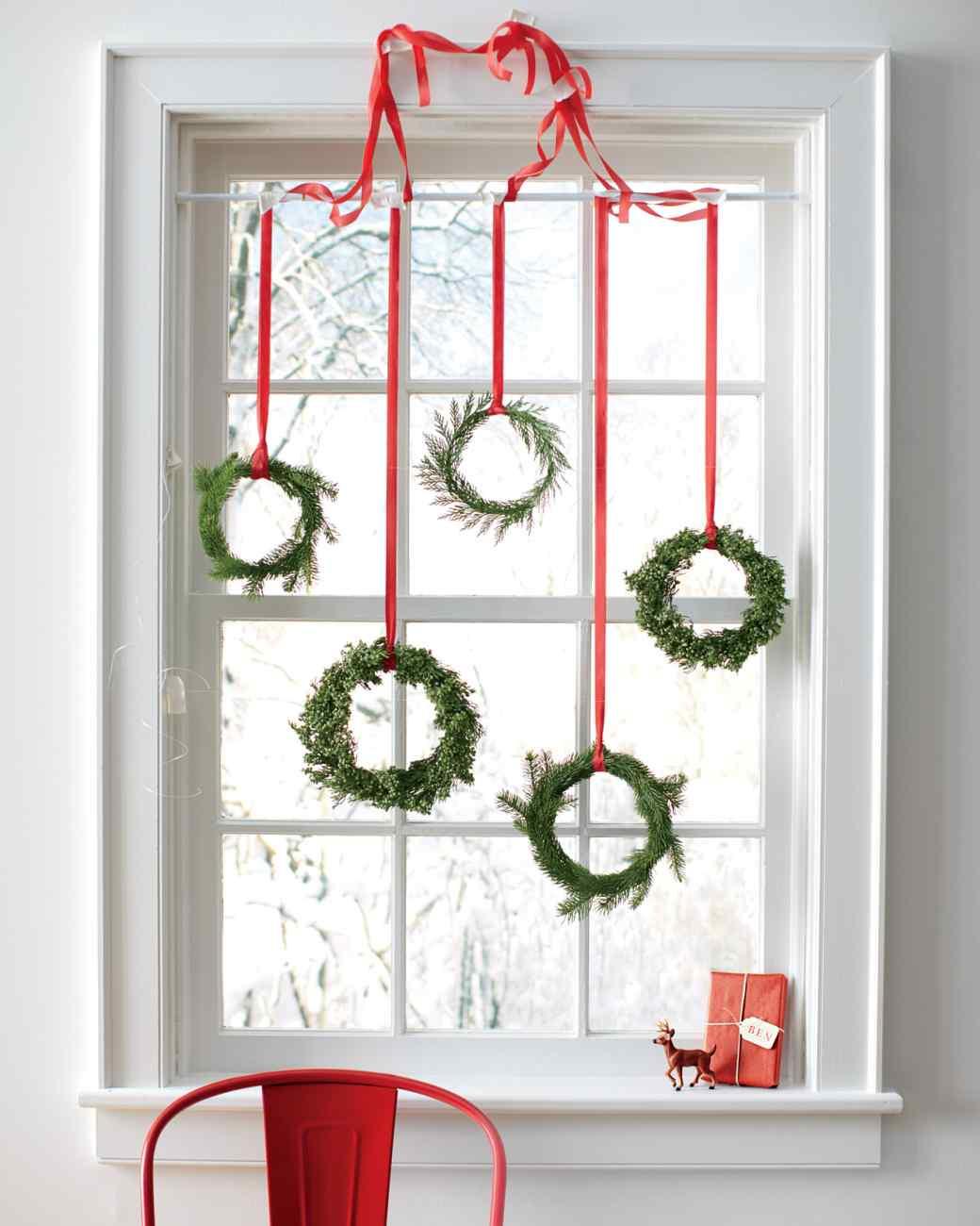 4-christmas-window-decorations-wreaths