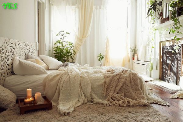 4-cozy-pastel-beige-white-bedroom-low-bed-candles-morning-light (1)
