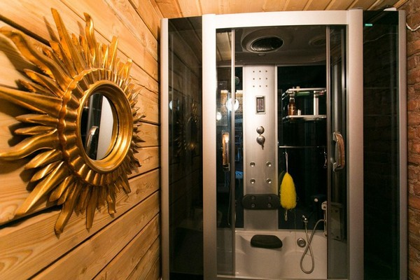 4-creative-interior-design-artist's-bathroom-shower-cabin-wooden-wall-sun-shaped-mirror-frame