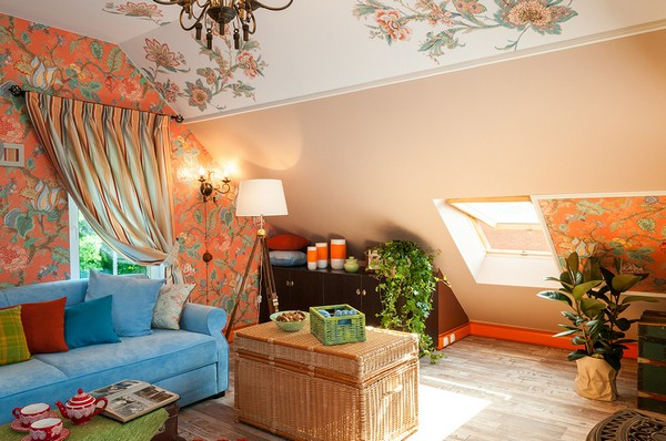 4-orange-white-green-color-floral-pattern-russian-provence-attic-floor-interior-design-latex-digital-printing-on-walls-and-ceiling-blue-sofa-stripy-curtains-skylights-old-chest