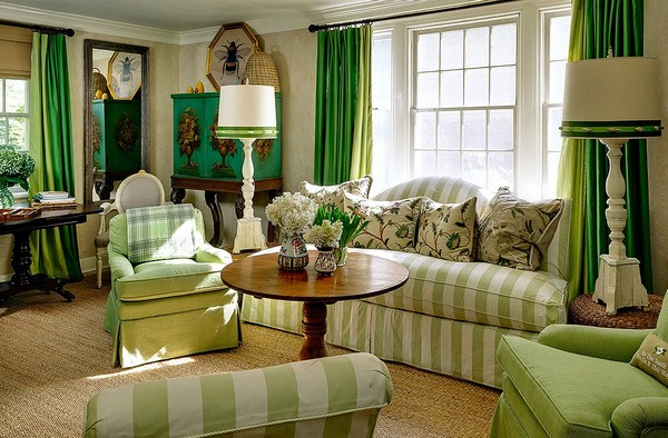 5-3-beige-interior-classical-living-room-stripy-upholstery-sofa-green-emerald-curtains-big-standard-lamps