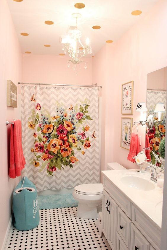 5-bathroom-interior-design-provence-style-light-pink-walls-floral-shower-curtain-painted-ceiling
