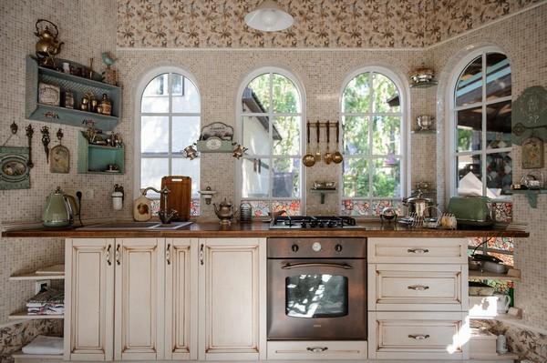 5-cozy-beige-and-turquoise-garden-gazebo-interior-design-summer-kitchen-dining-room-set-bay-windows-mosaic-tiles-retro-lamps-garden-view-vintage-brass-tabelware-decor-decoupage-furniture-shelves