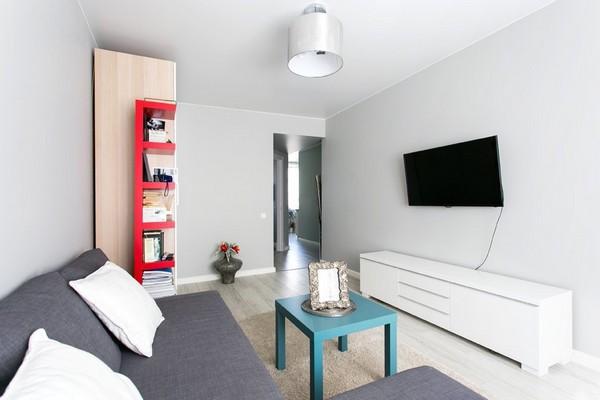 5-light-living-room-gray-sofa