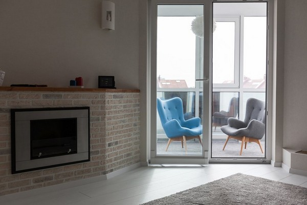 5-minimalistic-Scandinavian-style-apartment-white-walls-white-floor-fireplace-balcony-arm-chairs