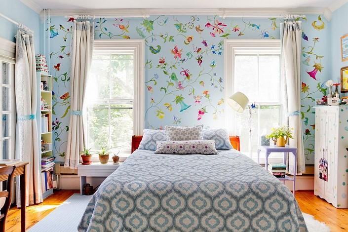 5-mismatched-different-nighstands-bedside-tables-bright-bedroom