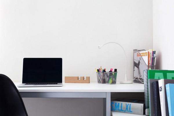 5-modern-ascetic-interior--work-room-space-white-desk-black-chair-white-walls