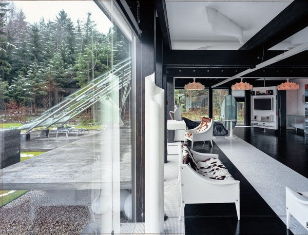 5-unusual-glass-house-panoramic-windows-forest-view
