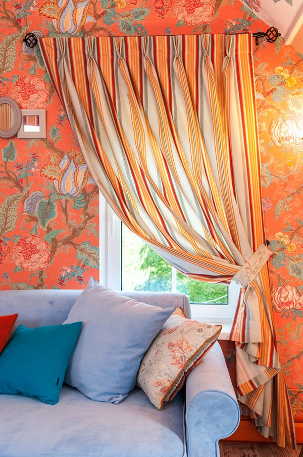 6-orange-white-green-color-floral-pattern-russian-provence-attic-floor-interior-design-latex-digital-printing-on-walls-and-ceiling-blue-sofa-stripy-curtains